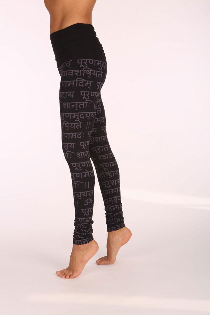Yoga Leggings mit Mantra-Print auf Sanskrit